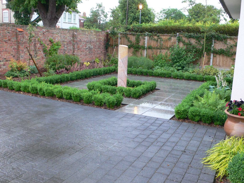 modern knot garden with simple square design