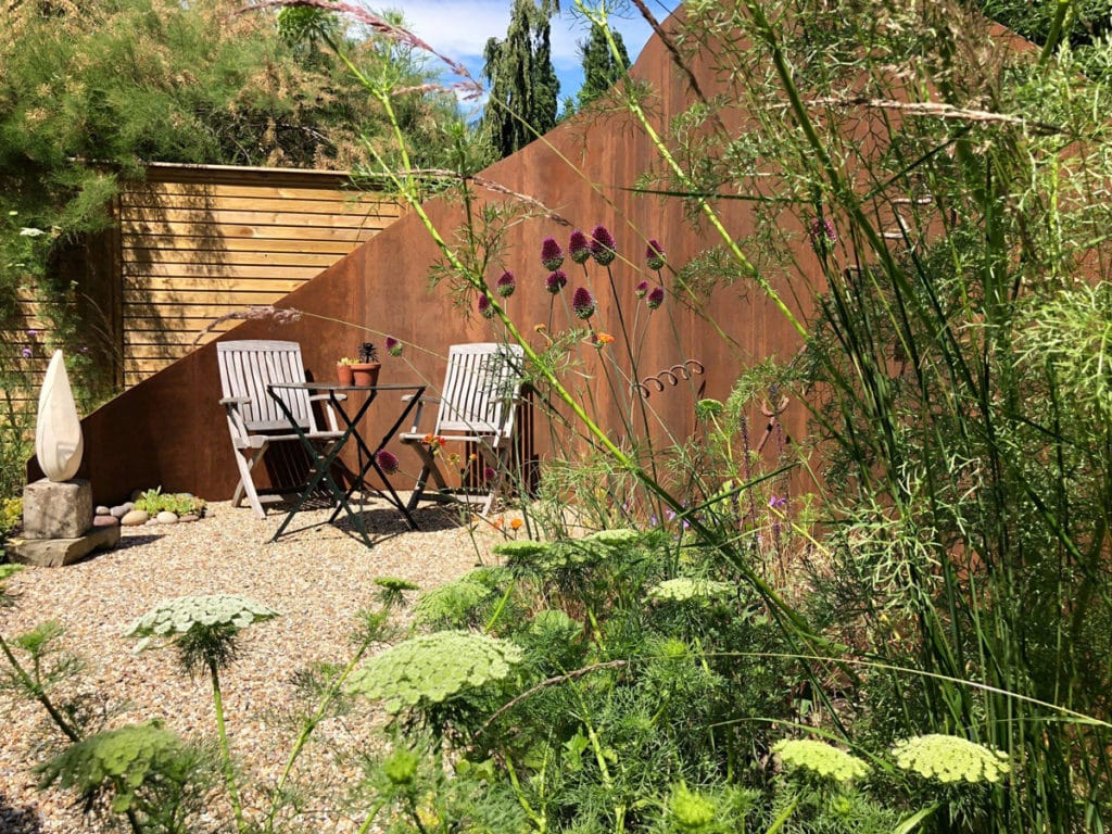 whispy garden planting with fennel plants and aliums