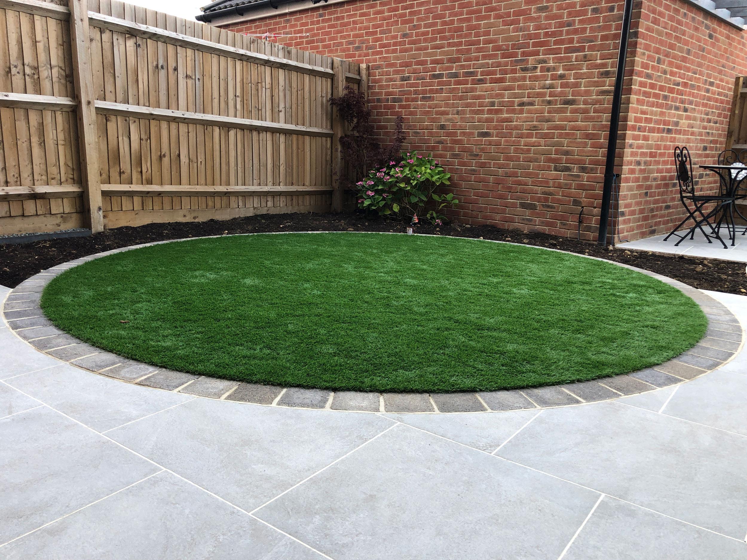 circular artificial lawn in modern contemporary garden