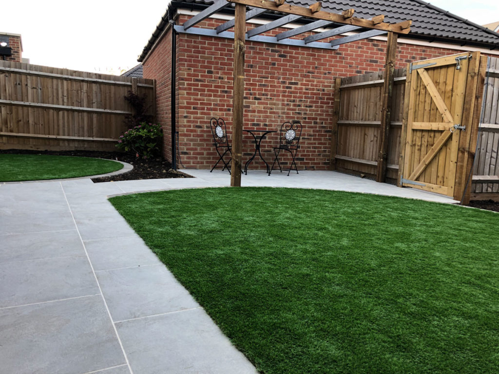 semi circular artificial lawn